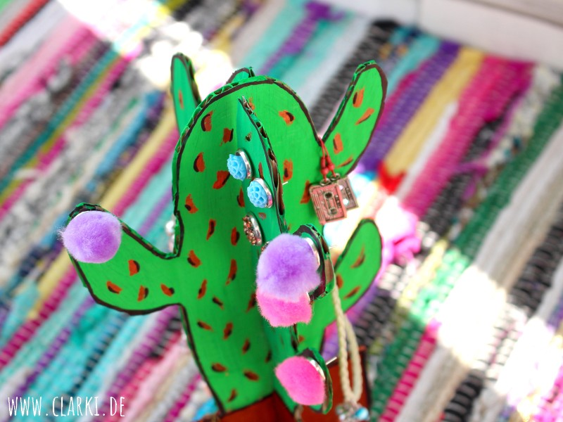 DIY Kaktus Schmuckständer aus Karton zum Stecken