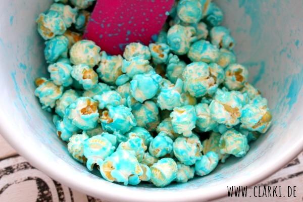 Buntes Popcorn ohne Popcornmaschine