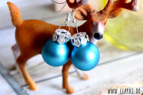 Ohrringe aus Weihnachtskugeln
