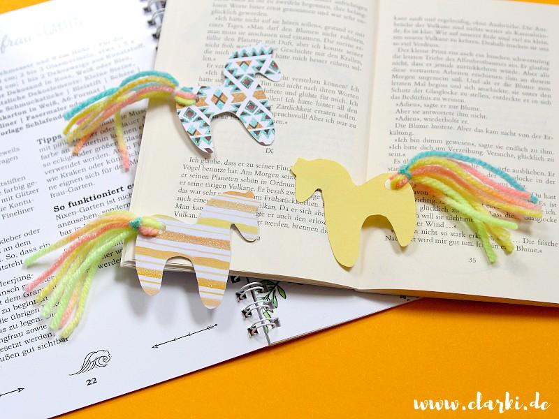 Pferde Lesezeichen basteln: Aus Papier und Wolle
