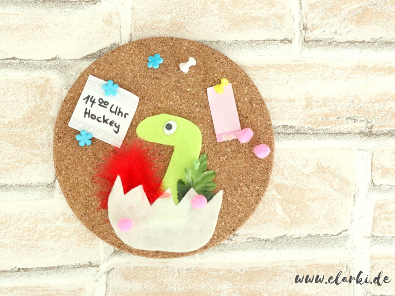 Dino Pinnwand aus Kork basteln + kostenlose Vorlage